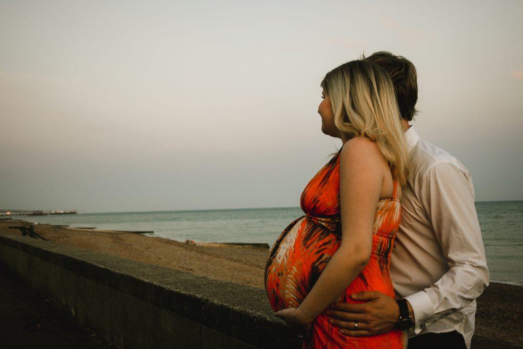 brighton-beach-maternity-photoshoot-17